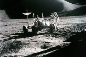 Astronauţii americani s-au îmbolnăvit pe Lună