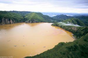 Lacul cu apă carbogazoasă