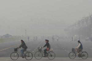 Chinezii cumpără aer curat la sticlă