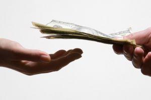 Cercetând durerea de a plăti cu banii jos