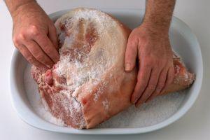 De ce sarea conservă carnea