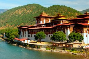Secretul întunecat al fericirii în Bhutan