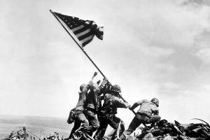 După 70 de ani, au identificat cine se află în celebra fotografie de război