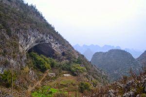 Satul aflat într-o peşteră