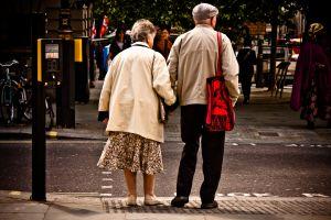 Oamenii din întreaga lume au o viaţă mai lungă, dar mai bolnavă