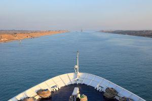 Au rămas blocaţi în Canalul Suez, şi-au înfiinţat ţară