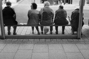 De ce există staţii false de autobuz la căminele de bătrâni?