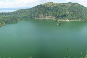 Insula dintr-un lac pe o insulă într-un lac pe o insulă