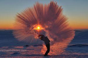 Apa caldă chiar îngheaţă mai repede decât cea rece?