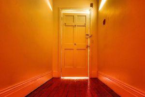 De ce uşile ne fac să uităm?