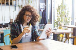 Tu ai bea o limonadă virtuală?