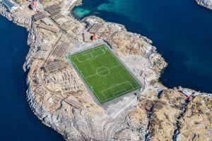 Este acest teren de fotbal, cel mai remarcabil din lume?