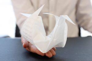 Colile aeromorfe gonflabile se autoîmpăturesc în figuri origami complexe