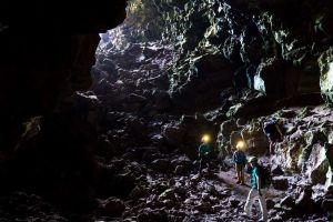 Oamenii ar putea trăi în tunele de lavă subterane pe Lună şi pe Marte