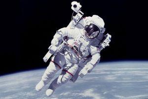 """Noul buton """"Du-mă acasă"""" ar putea îndruma astronauţii spre zone de siguranţă"""